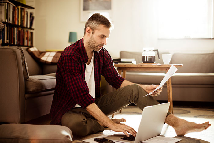 Jos asiakas ei pysty selviytymään kauppaan tai luottosopimukseen liittyvistä maksuvelvoitteistaan, joudutaan saatavasta kirjaama